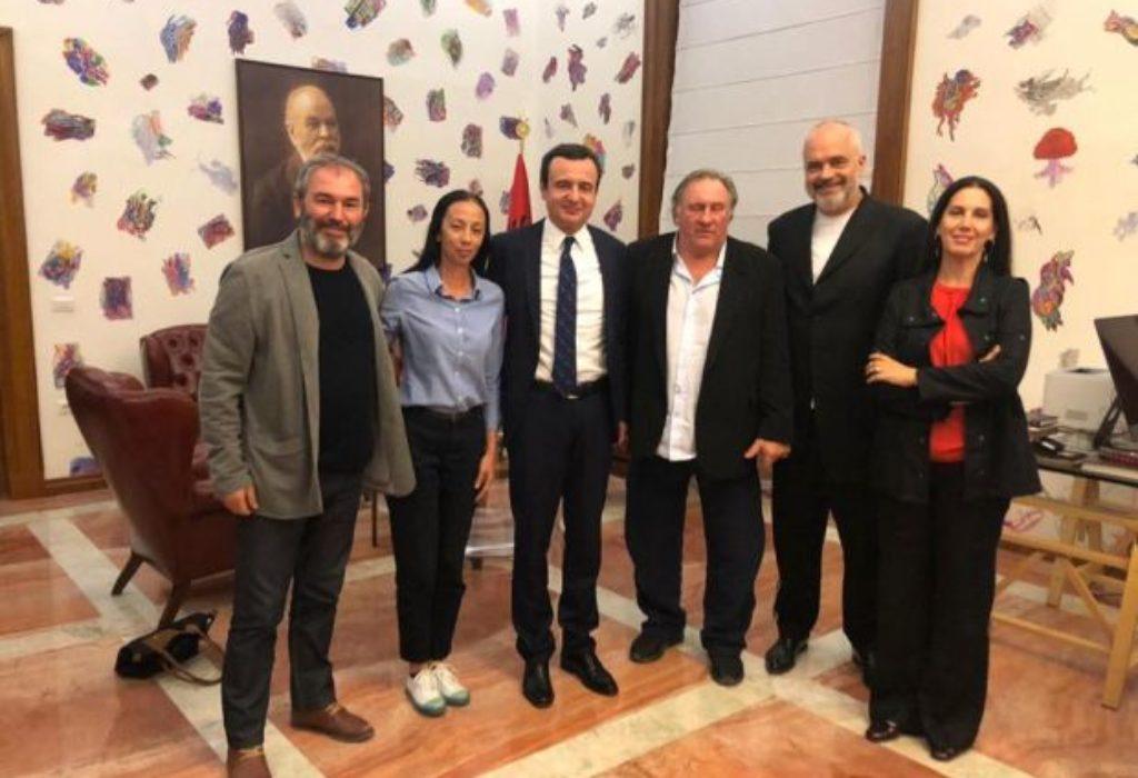Nastavljaju se pripreme gde Gerard Depardieu za Albance snima film o Miloševiću. Prosto je pljunuo na Srbe ovim gestom