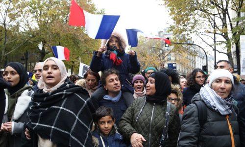 "(VIDEO)Pariz : Miting protiv ""Islamofobije"". Skandiranje ""Alahu akbar"""