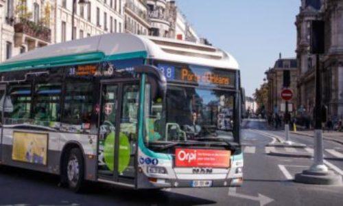 (VIDEO)Pariz : Napali ga trojica u prepunom autobusu, a on ih poprskao suzavcem