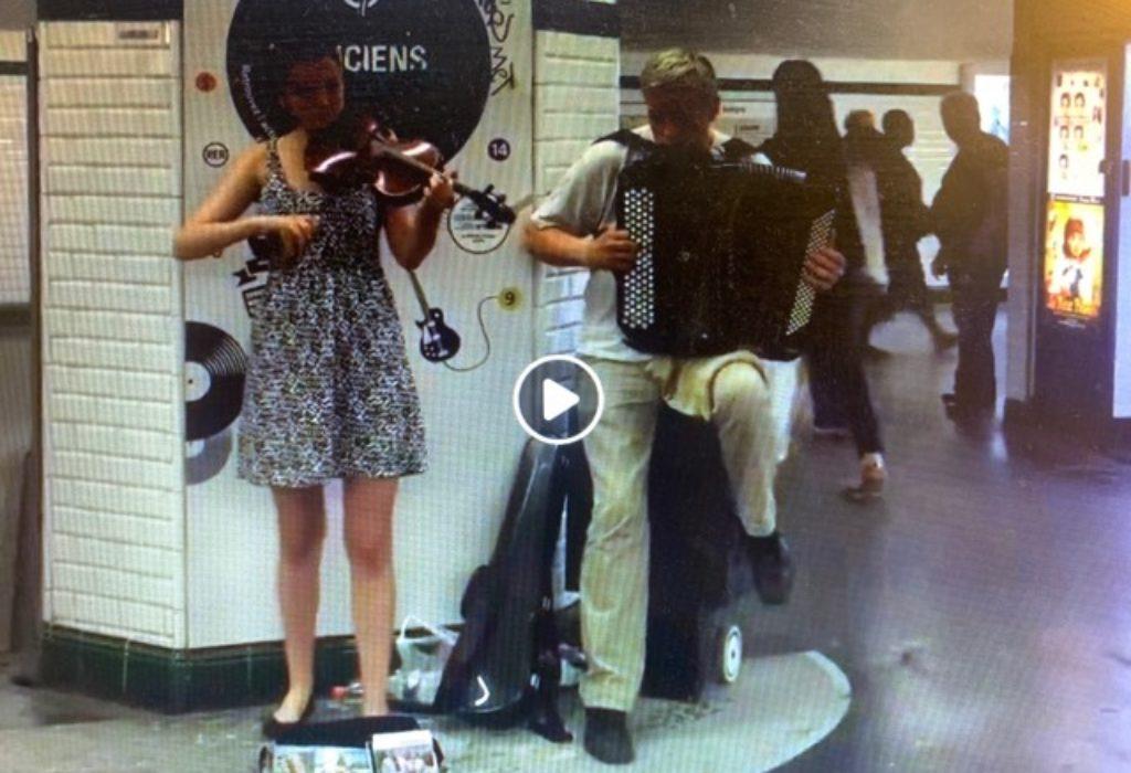 (VIDEO)Svirač u pariskom metrou odsvirao «najskuplju» srpsku pesmu