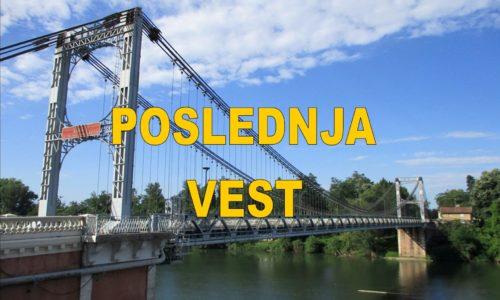(FOTO) Srušio se most. Vozila popadala u reku. Ima mrtvih