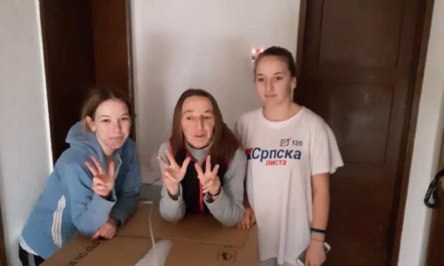 "(VIDEO)""Grobari Pariz"" ponovo oduševili. Pomogli porodicu na Kosovu i Metohiji"