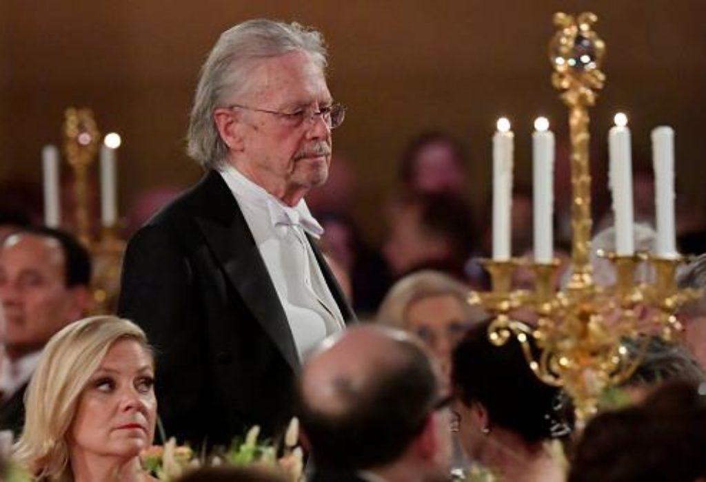 Le Nobel de littérature salué par la Serbie mais Handke n'est pas le bienvenu au Kosovo