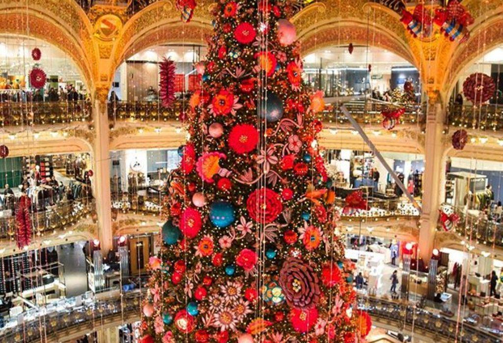 (VIDEO) Pariz : Sjajna dekoracija za Božić na ovom čuvenom mestu