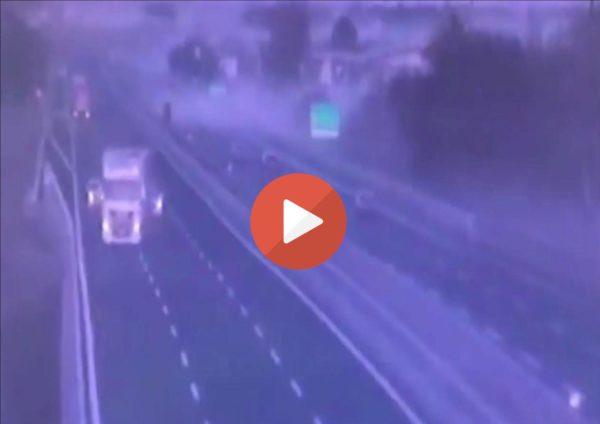 (VIDEO)Strahovit udes na autoputu