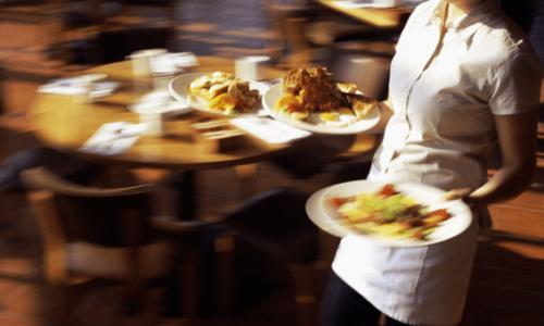 Pariz : Potrebna konobarica za rad u našem restoranu