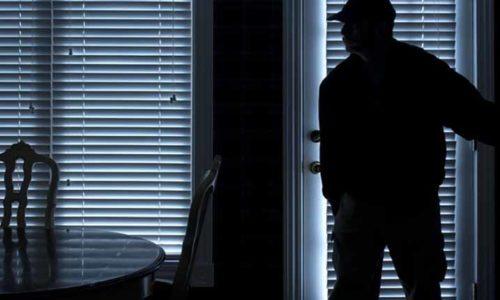 Pariz : Uhvatio lopove na delu u svojoj kući pa završio u zatvoru