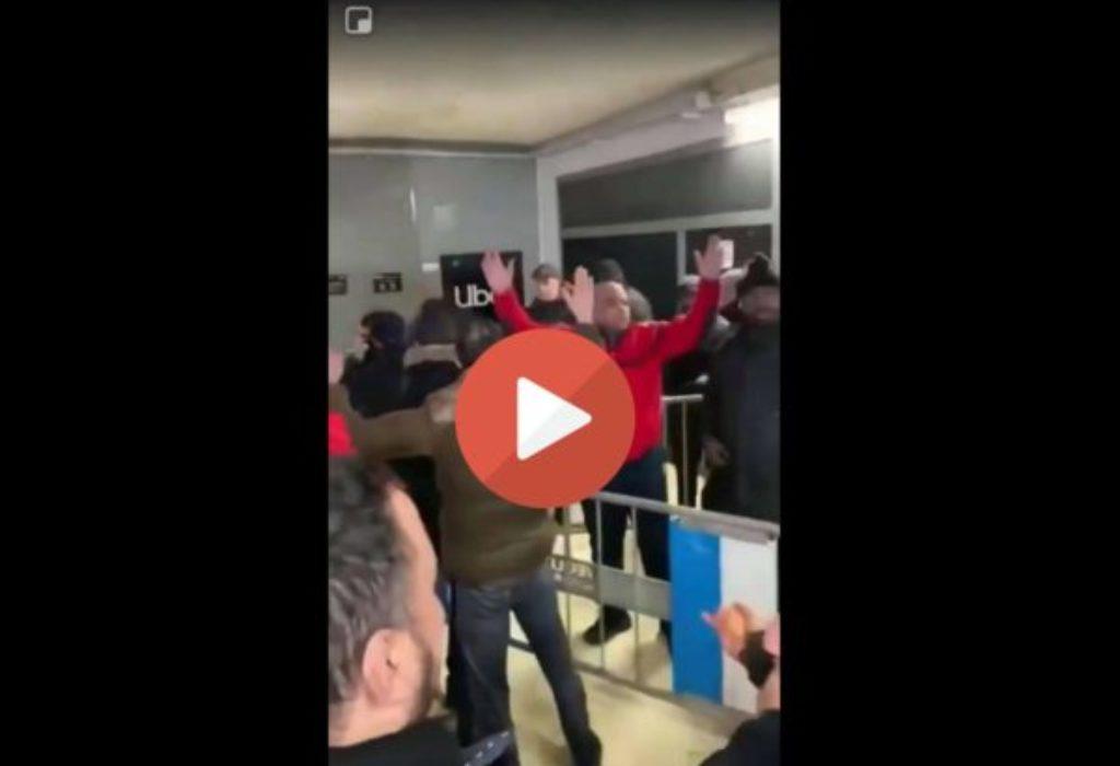 (VIDEO)PARIZ : Incidenti. Gnevni štrajkači napali sedište UBER-a