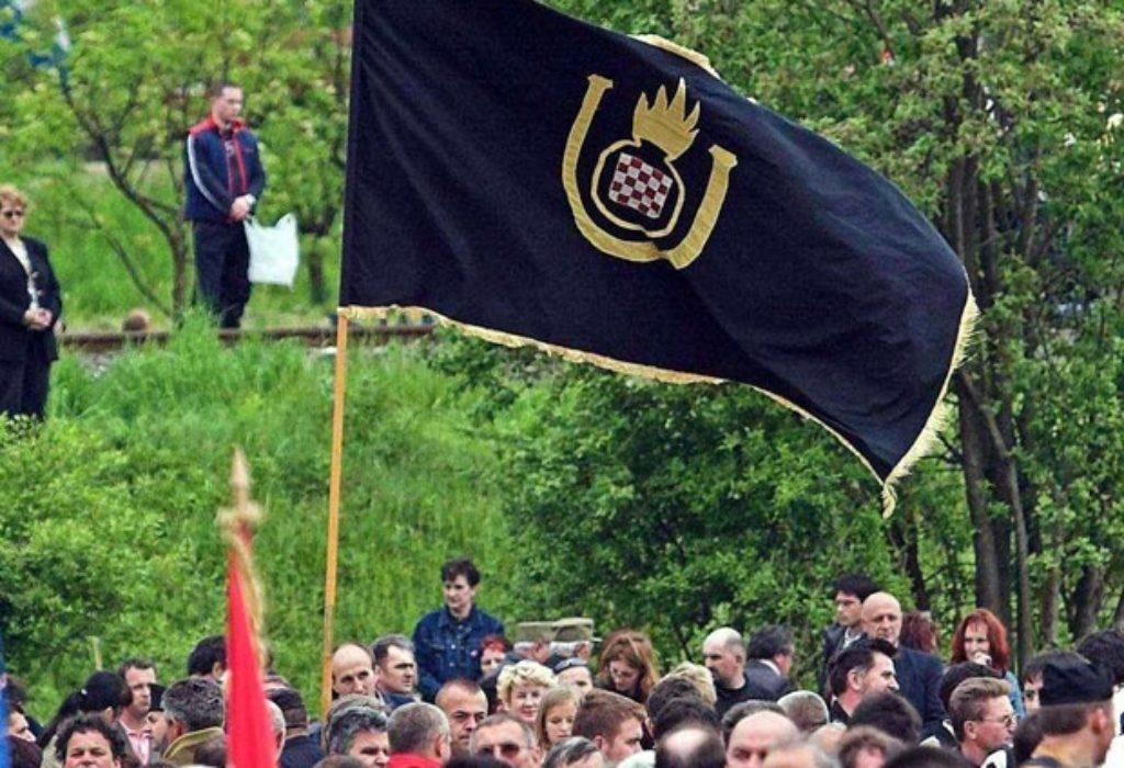 Hrvat u Srbiji provocirao ustaškom zastavicom pa mu razlupali auto