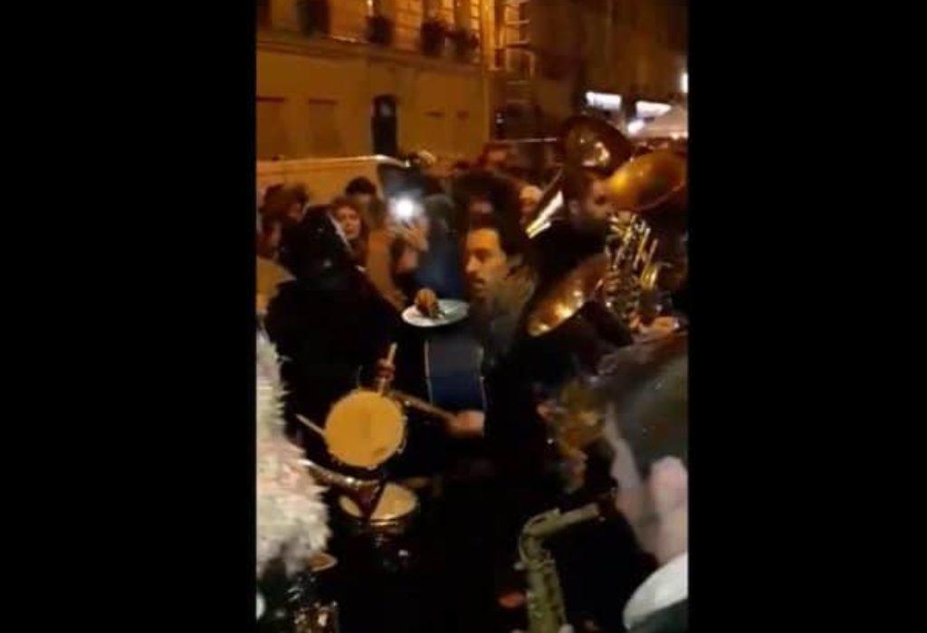 (VIDEO)Trubači na Badnje veče ispred Crkve Sveti Sava u Parizu