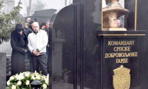 20 godina od Arkanovog ubistva. Ceca na groblju otvorila dušu