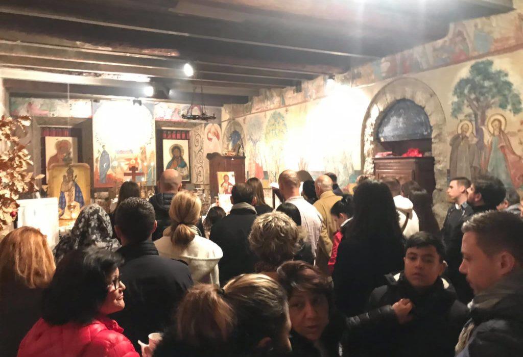 (VIDEO,FOTO)Badnje veče u Nici, u prepunoj srpskoj crkvi na jugu Francuske
