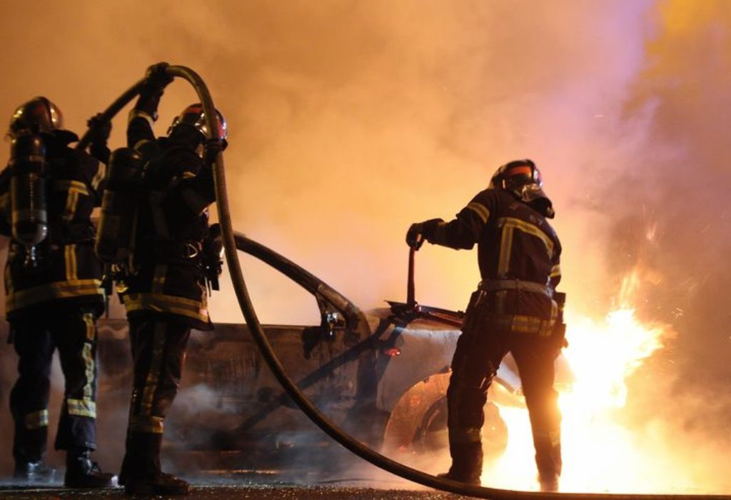 (VIDEO)Francuska : Ratne scene na ulicama u novogodišnjoj noći. U Strazburu zapaljeno čak 220 automobila