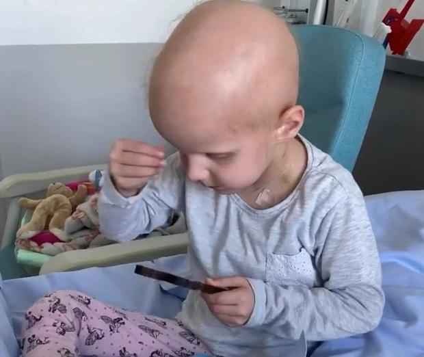(VIDEO)Pariz : Mala Helena dobila životnu bitku. «Neka svi budu zdravi, neka brzo idemo kući, Bože pomozi».