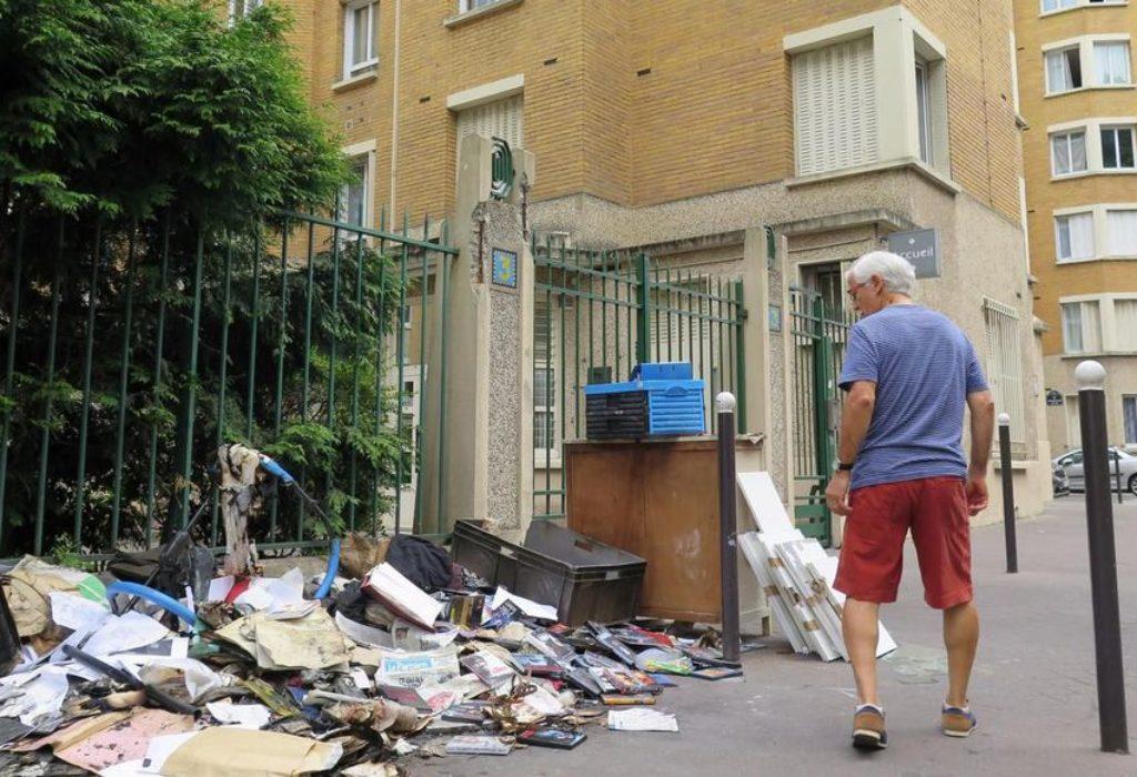 Pariz : 150€ kazna za bačen pikavac ili papir, 300€ za uriniranje na ulici, 500€ za odlaganja stvari na javnim površinama