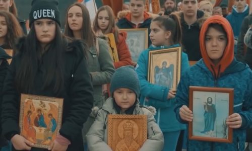 """(VIDEO)Pesma podrške vernicima u Crnoj Gori koja je """"uzdrmala"""" Balkan"""
