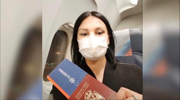 Jelena stigla u Srbiju iz Pariza. Evo šta se sve desilo tokom povratka