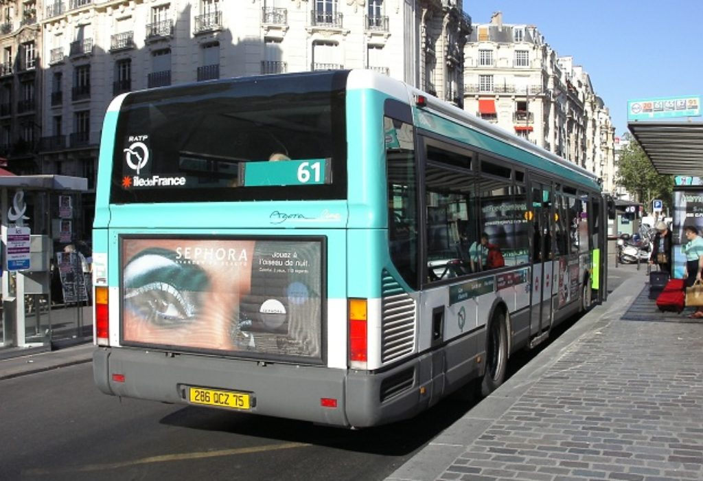 Pariz : Posebni autobusi samo za medicinske radnike