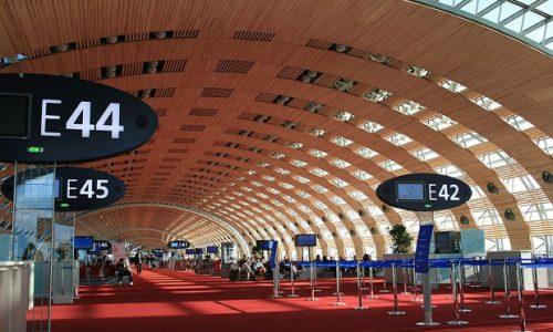 (FOTO)Pariz : Otkazan let u 11h. Zajednička fotografija Srba sa aerodroma