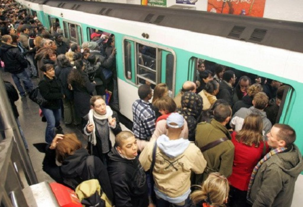 Pariz : Udar na javni prevoz. Zbog virusa promena od ponedeljka