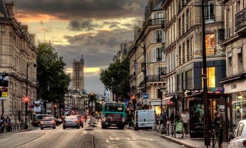 Pariz : «Mesečina» grmi ulicama glavnog grada Francuske