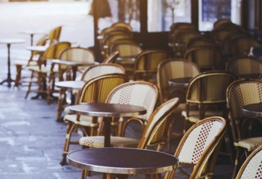 (VIDEO)Pariz : Pogledajte kako je izgledao grad posle ponoći. Restorani, kafići, diskoteke – sve zatvoreno