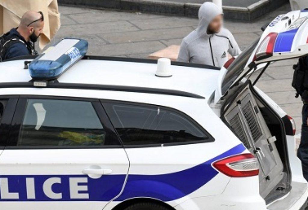 Francuska : Sud nemilosrdan. Fenomen pljuvanja policajaca sve češći