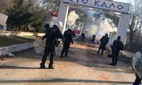 "(VIDEO)Migranti kliču ""Alahu ekber"". Erdogan : ""Sve je završeno. Puštamo migrante. Evropa će uzeti teret na sebe""."