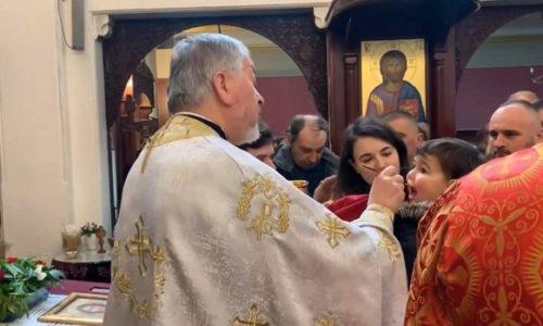 (VIDEO)Pariz : Sveto pričešće u prepunoj crkvi Sveti Sava