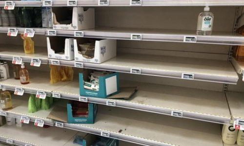(VIDEO)Francuska : Virus se brzo širi. Juče rekordan broj obolelih. Rafovi pojedinih prodavnica prazni