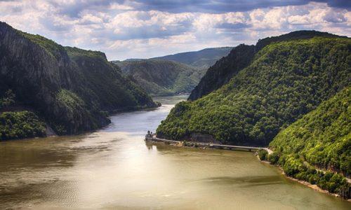 (VIDEO)En Serbie ce sont les derniers pêcheurs professionnels du Danube