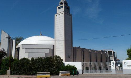 (VIDEO) Skandal u Francuskoj. Glasne molitve iz džamija za sve koji žive u njihovoj blizini