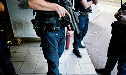 (VIDEO)Francuska : Šok snimak. Policajci isterani iz kvarta