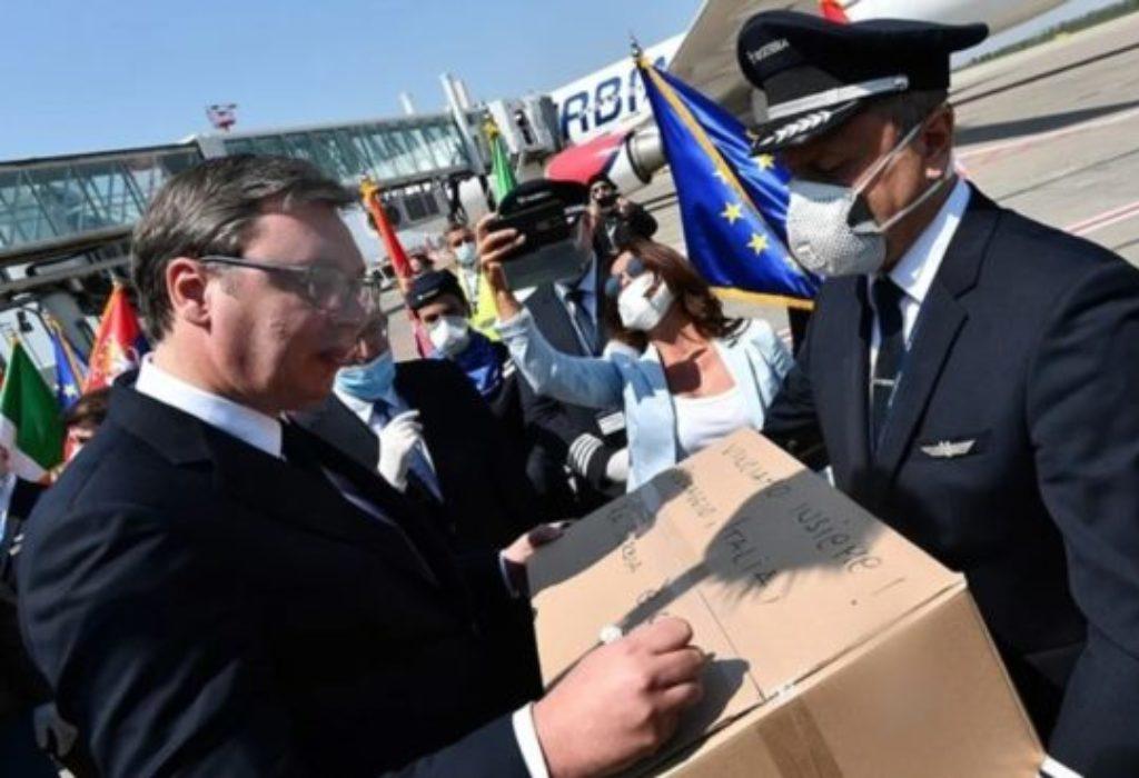 La Serbie envoie de l'aide en Italie. «Gagnons ensemble! Courage, Italie, la Serbie est avec vous!»