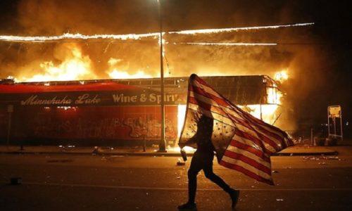 Užasni snimci sa američkih ulica. Ljudi oružjem brane svoj dom