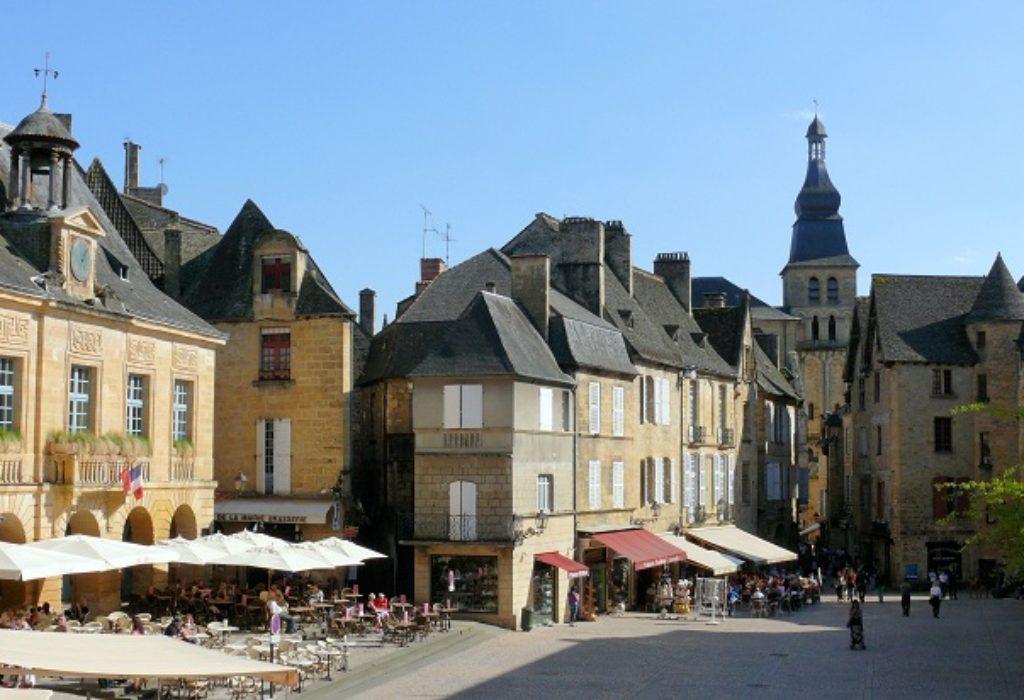 Francuska : Novo žarište posle sahrane. Sanitarne službe u pripravnosti