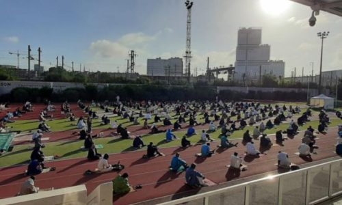 Pariz : Molitva više od 2.000 muslimana u sportskom kompleksu za ramazanski Bajram