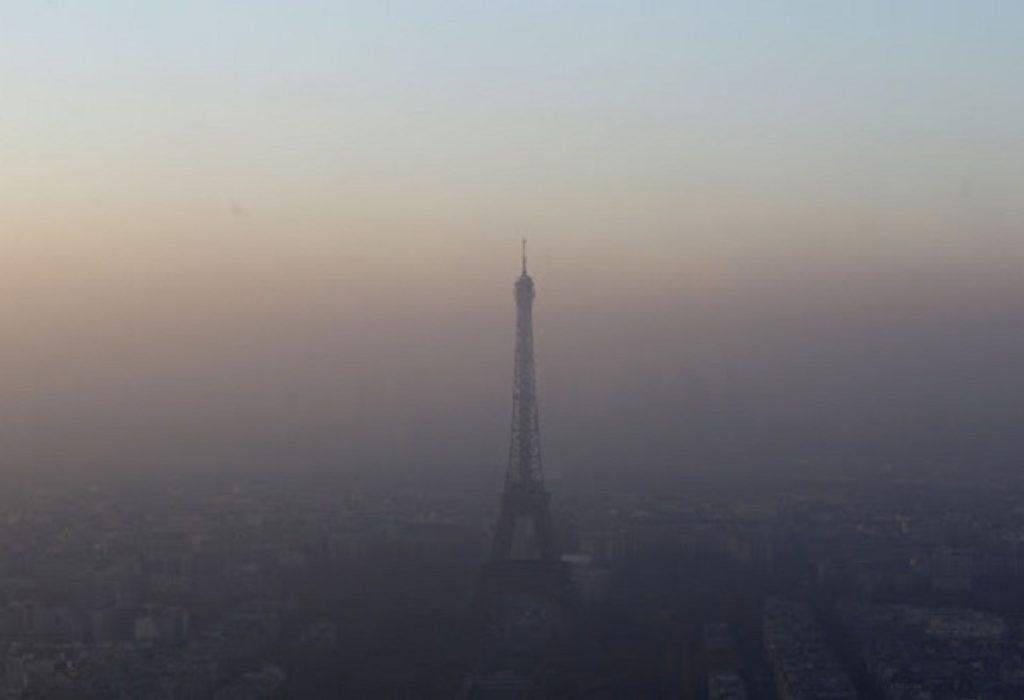 PARIZ : MIRIS SUMPORA U VAZDUHU, SINOĆ UZNEMIRIO GRAĐANE