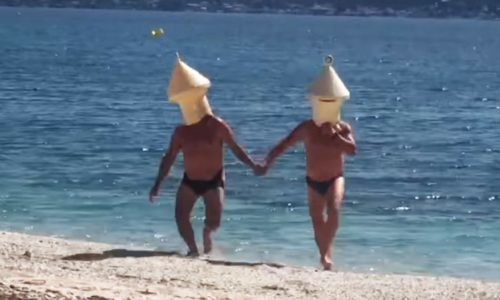 (VIDEO)Francuska : HAHAHA. Prerušili se u plutače da bi se kupali u moru uprkos zabrani