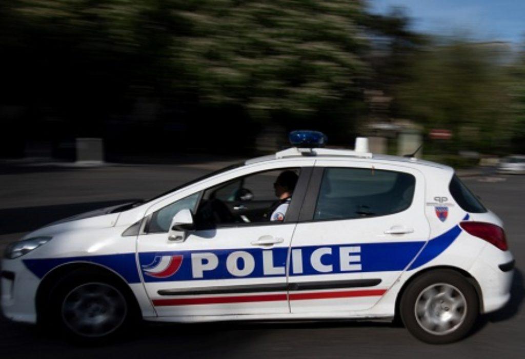 Bondy (93) : Opkolili i napali policajce. Policija se povukla pa krenula u potragu