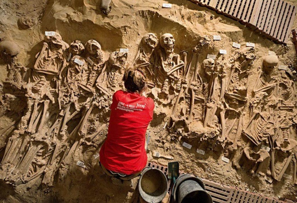 (VIDEO)Pariz : Radili radove pa pronašli 200 skeleta iz srednjeg veka