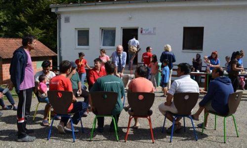 (VIDEO)Srbija : Obezbeđenje tuče migrante. Radnik odmah dobio otkaz