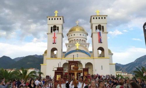 La répression continue au Montenegro. Des prêtres de l'Église orthodoxe serbe sont à la police depuis 6h