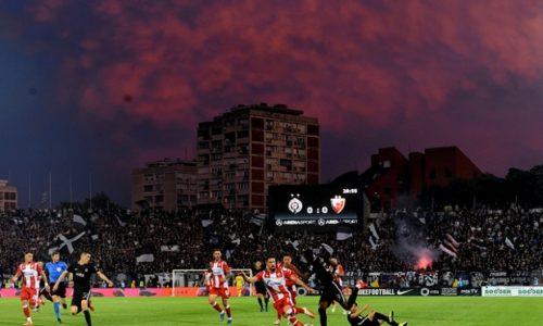 (VIDEO)Le derby de Belgrade est le plus grand rassemblement d'Europe depuis la levée des restrictions