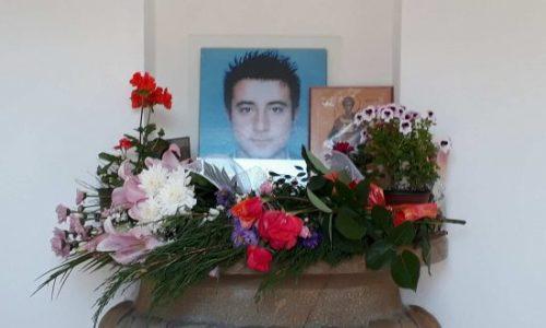 Dimitrije (17) a été tué au Kosovo il y a 16 ans dans un kiosque de restauration rapide. Sa mère rêve toujours de lui CHAQUE NUIT