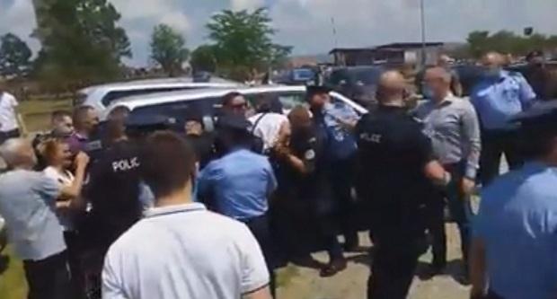 (VIDEO)Policija pretukla Srbe na Gazimestanu