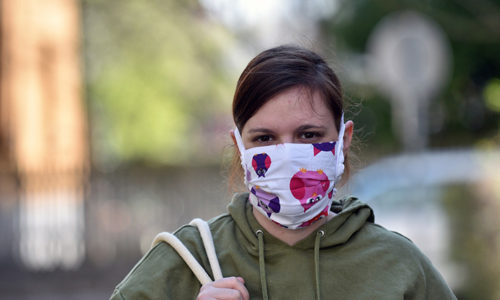 """Francuska : SKANDAL. Proizvođači maski sada imaju previše zaliha i smatraju da ih je država """"pustila niz vodu"""""""