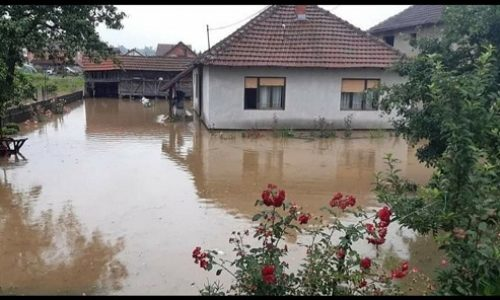 POPLAVE U SRBIJI : VODA UŠLA U KLINIČKI CENTAR