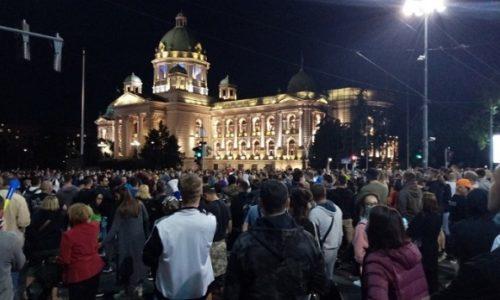 (VIDEO) Protesti u Beogradu posle najave policijskog časa
