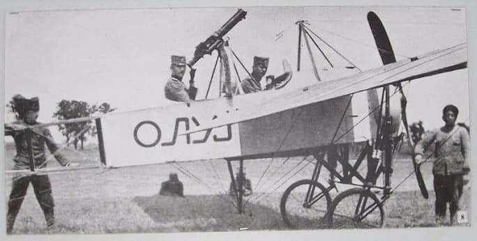 Le Serbe qui réalise le premier vol en avion était l'héritier du trône serbe, Aleksandar Karadjordjevic